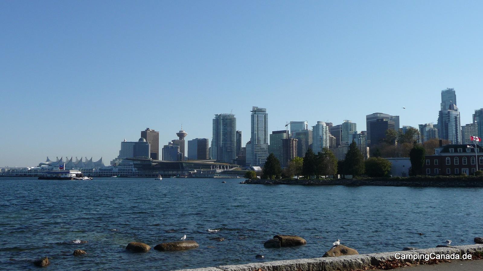 Die Skyline von Vancouver vom Stanley Park aus gesehen